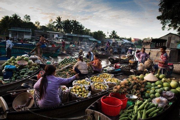 Fruit sellers at the Phong Diem floating market