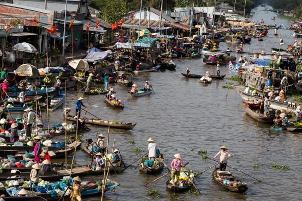 Nga Nam floating market